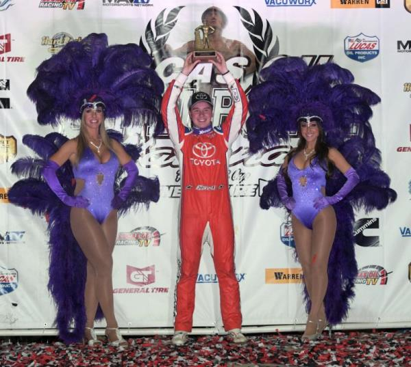Last Lap Pass Give Christopher Bell His Third Lucas Oil Chili Bowl Nationals Victory