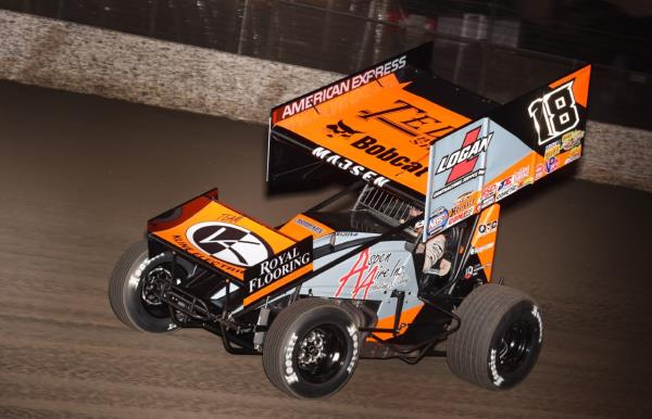 Thunder Roll: Ian Madsen Dominates World of Outlaws NOS Energy Drink Sprint Cars in Tulare