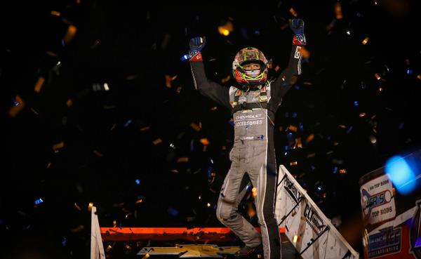 Kyle Larson Out Duels Kasey Kahne Racing Teammates to Claim First Ever world of Outlaws Back-to-Back Victories