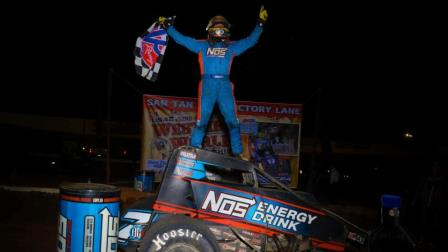 Tyler Courtney captured Friday night's USAC AMSOIL National Sprint Car victory on night #1 of the Western World Championships at Arizona Speedway (Rich Forman Photo) (Video Highlights from FloRacing.com)