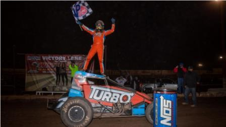 Tyler Courtney captured his third consecutive Western World Championship final night Sprint Car victory on Saturday at Arizona Speedway (Rich Forman Photo) (Video Highlights from FloRacing.com)